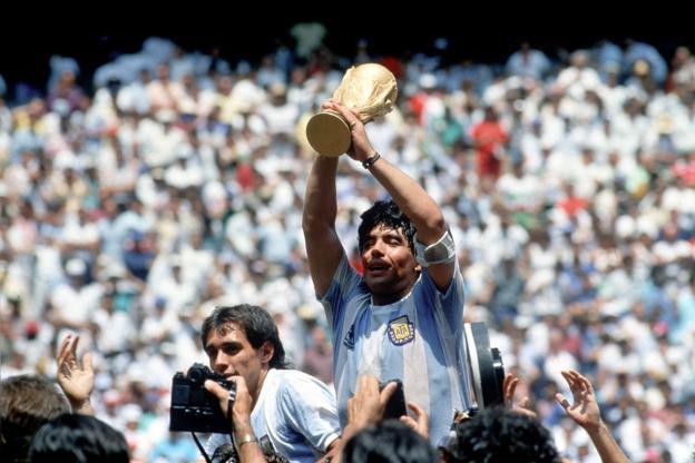 Le Dieu du football Diego Maradona rejoint Dieu à 60 ans